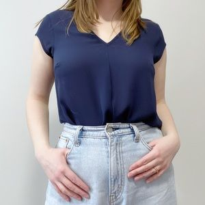 DR2 Navy Blue Short Sleeve Vneck Capsule Blouse M